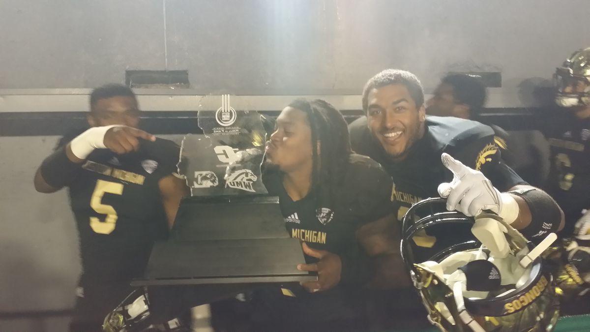 Cleveland Smith Michigan MAC Trophy kiss