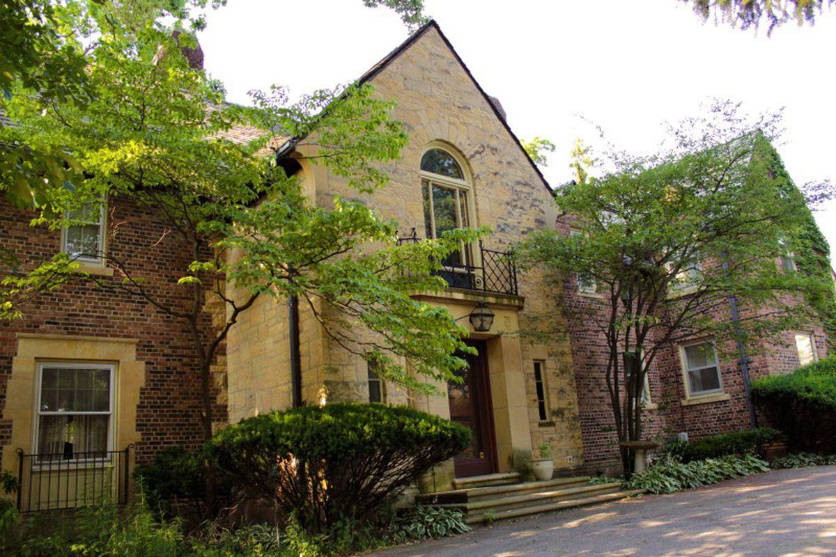 """Photos via <a href=""""http://www.palmerwoodshouse.com""""> Palmer Woods House</a>"""