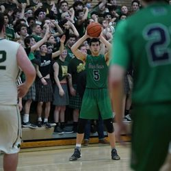 St, Patrick's Jason Bergstrom (5) looks for an open player, Friday 02-08-19. Worsom Robinson/For the Sun-Times.