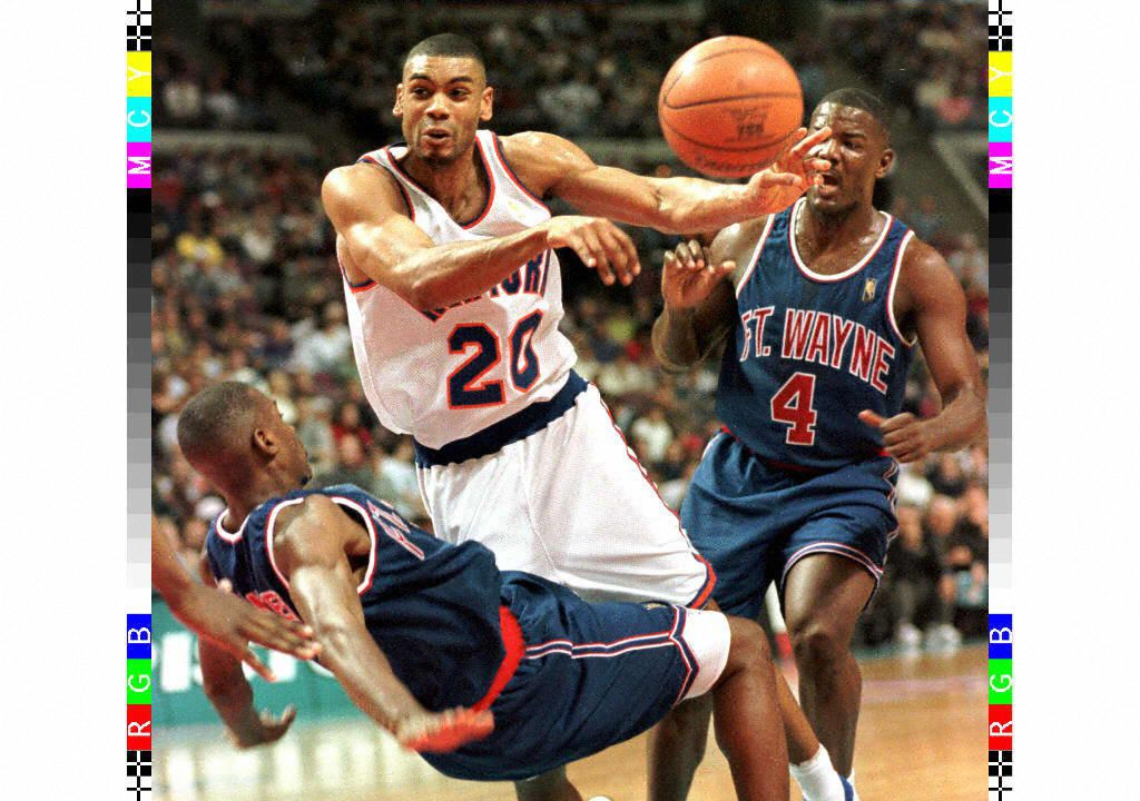 New York Knicks' Allan Houston (C) knocks down the
