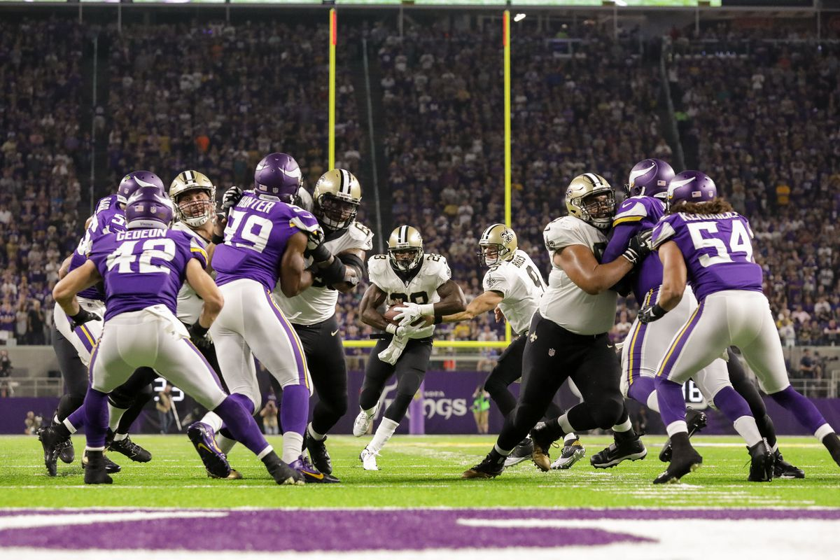 MINNEAPOLIS, MN:  New Orleans Saints running back Adrian Peterson (28) receives the handoff from Saints quarterback Drew Brees (9) before running against the Minnesota Vikings defensive line.