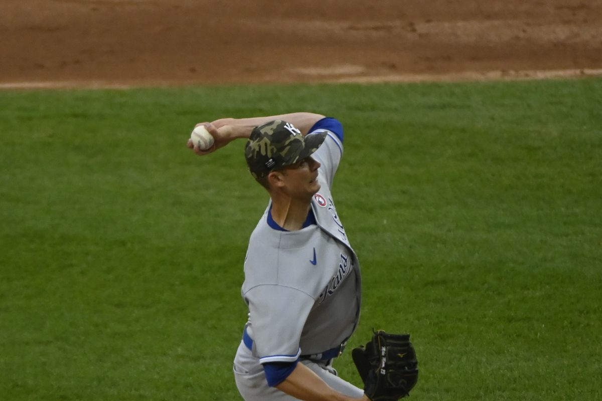 Mike Minor throws a pitch during tonight's game