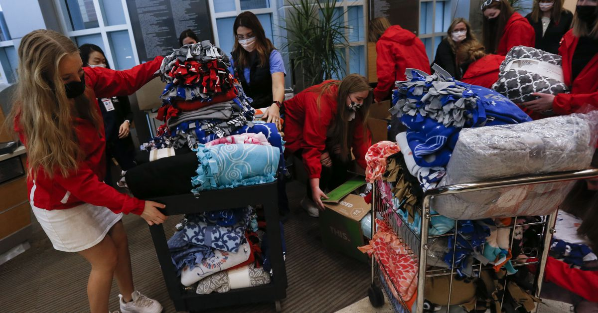 Students donate 300 blankets to patients at University of Utah Hospital