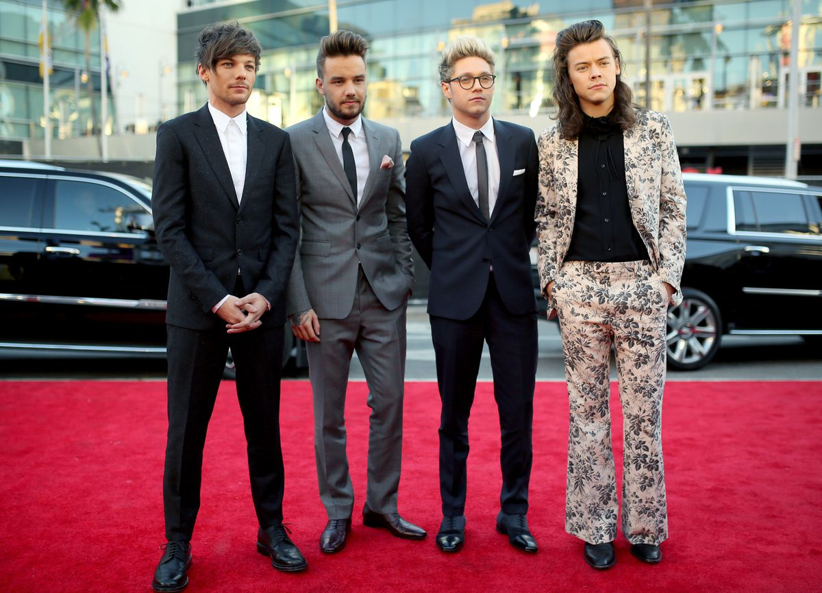 3b83b99d One Direction at the 2015 American Music Awards. Harry wears a Gucci suit.  Photo: Mike Windle/Getty Images