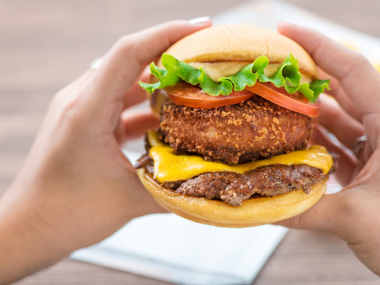 Shake Shack's arriving in Wrigleyville next week.