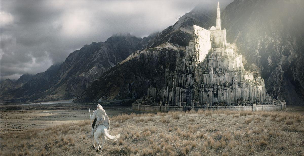 Gandalf rides Shadowfax to Minas Tirith