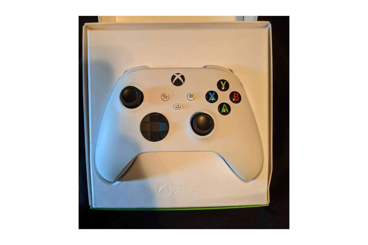 Microsoft S New Xbox Series S Console Confirmed In Leaked Controller Packaging The Verge