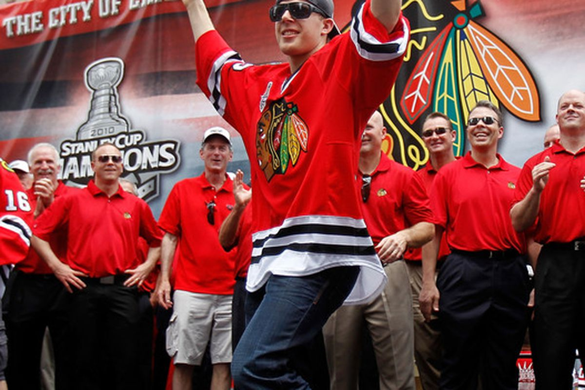 CHICAGO - JUNE 11: Kris Versteeg #32 waves the crowd during the Chicago Blackhawks Stanley Cup victory parade and rally on June 11, 2010 in Chicago, Illinois. (Photo by Jonathan Daniel/Getty Images)