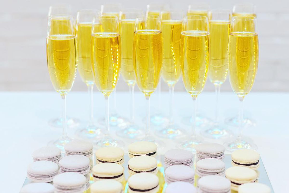 Champagne and macarons from Paris in a Bite
