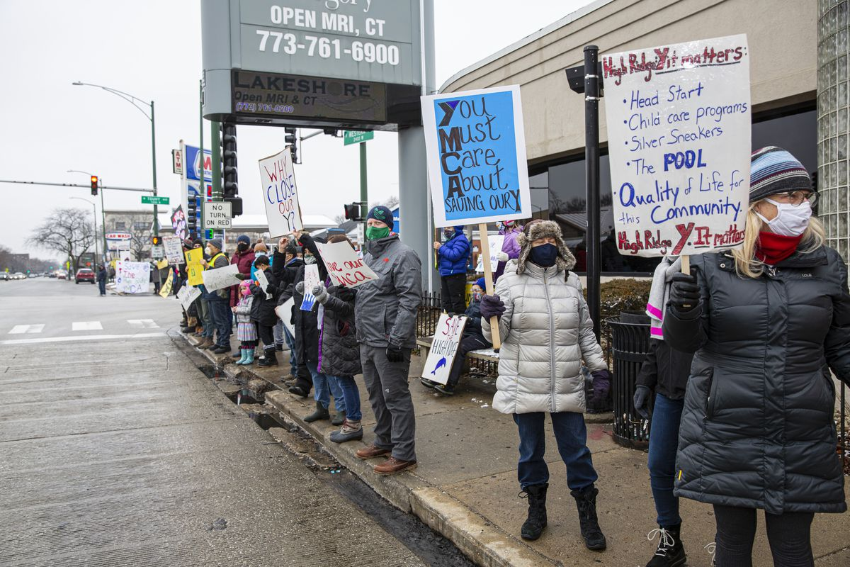 Protestors hold up signs protesting the closure of the High Ridge YMCA at 2424 W. Touhy Ave. in West Rogers Park, Sunday, Jan. 17, 2021. | Anthony Vazquez/Sun-Times