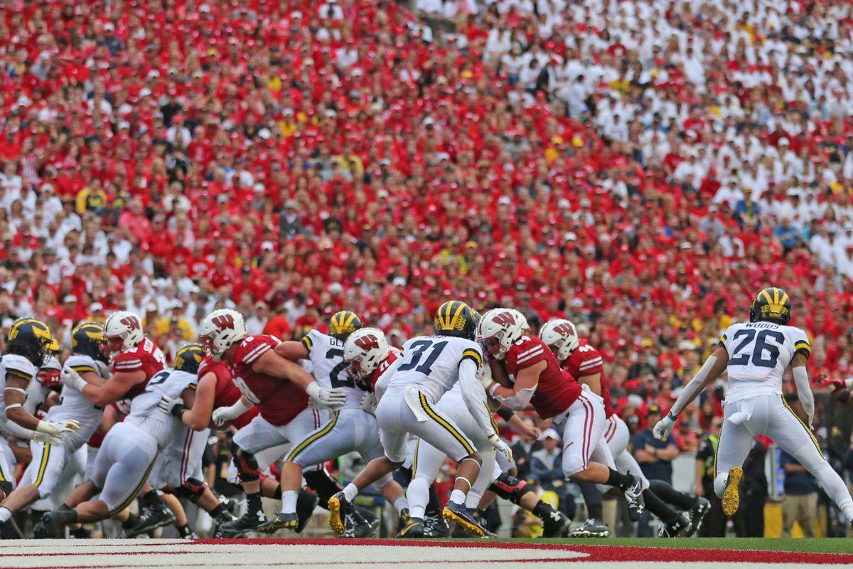 Wisconsin football: B5Q Photos: Stripe Out game vs. Michigan