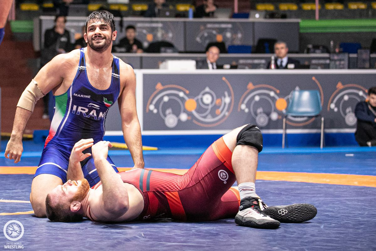 Mohammad Mohammadian pins Kyle Snyder