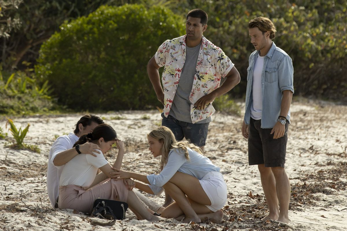 The cast of Great White gets real upset on a beach, even though they aren't currently being eaten by any sharks
