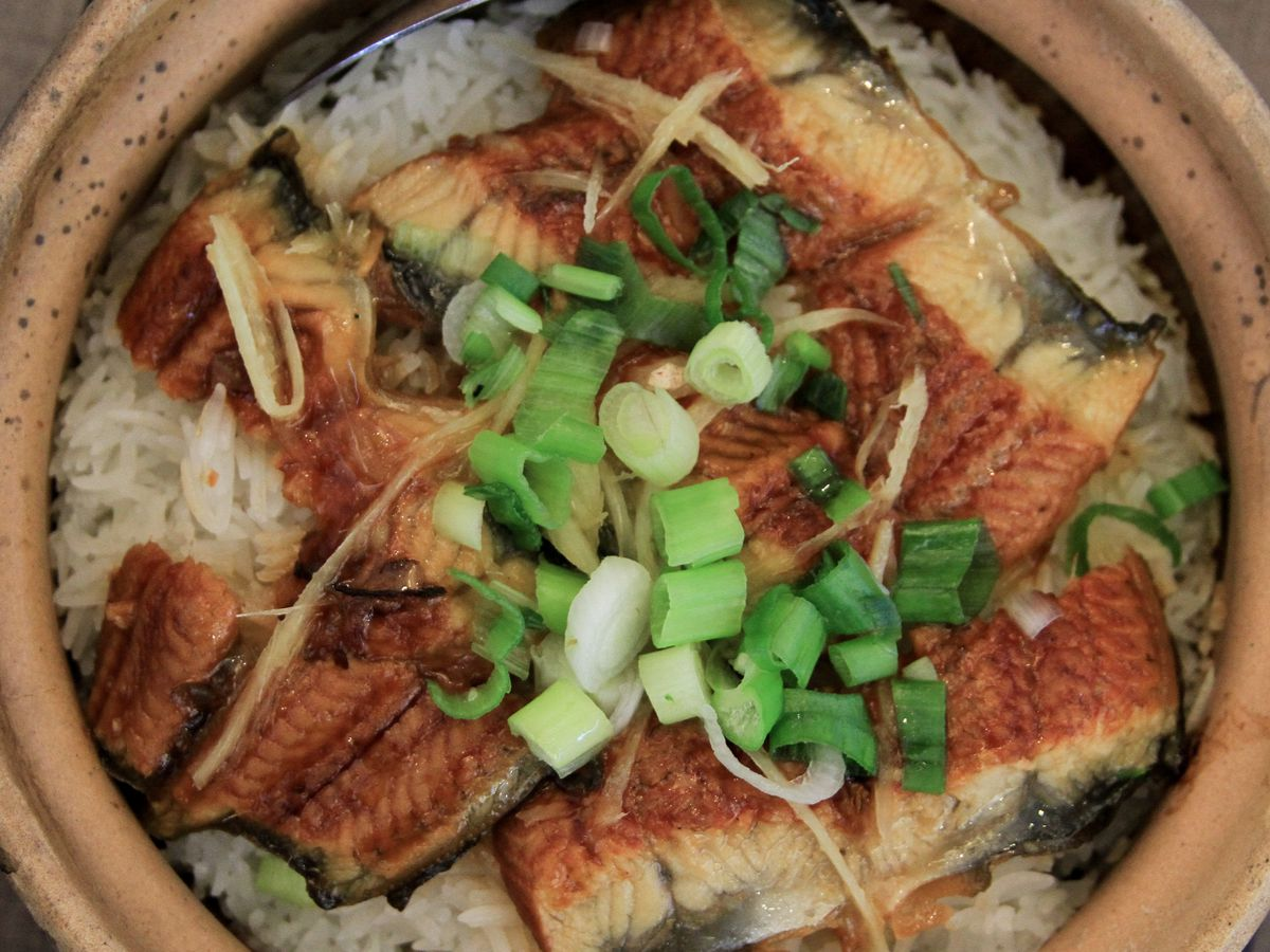 A clay pot filled with rice and eel