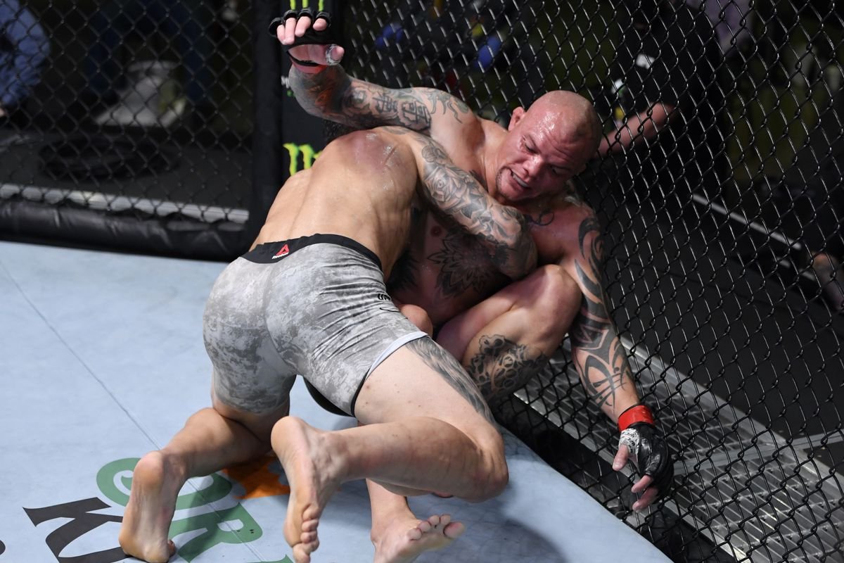 Anthony Smith Reveals His Leg Is Not Good At All After Sustaining Serious Damage In Aleksandar Rakic Fight Mma Fighting