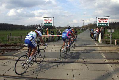 Boonen 2006 Roubaix Train Crossing