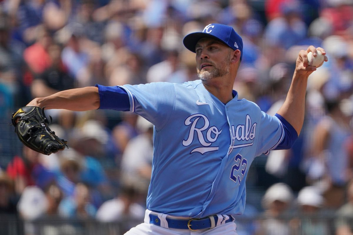 Kansas City Royals starting pitcher Mike Minor (23) delivers a pitch in the first inning against the Minnesota Twins at Kauffman Stadium.