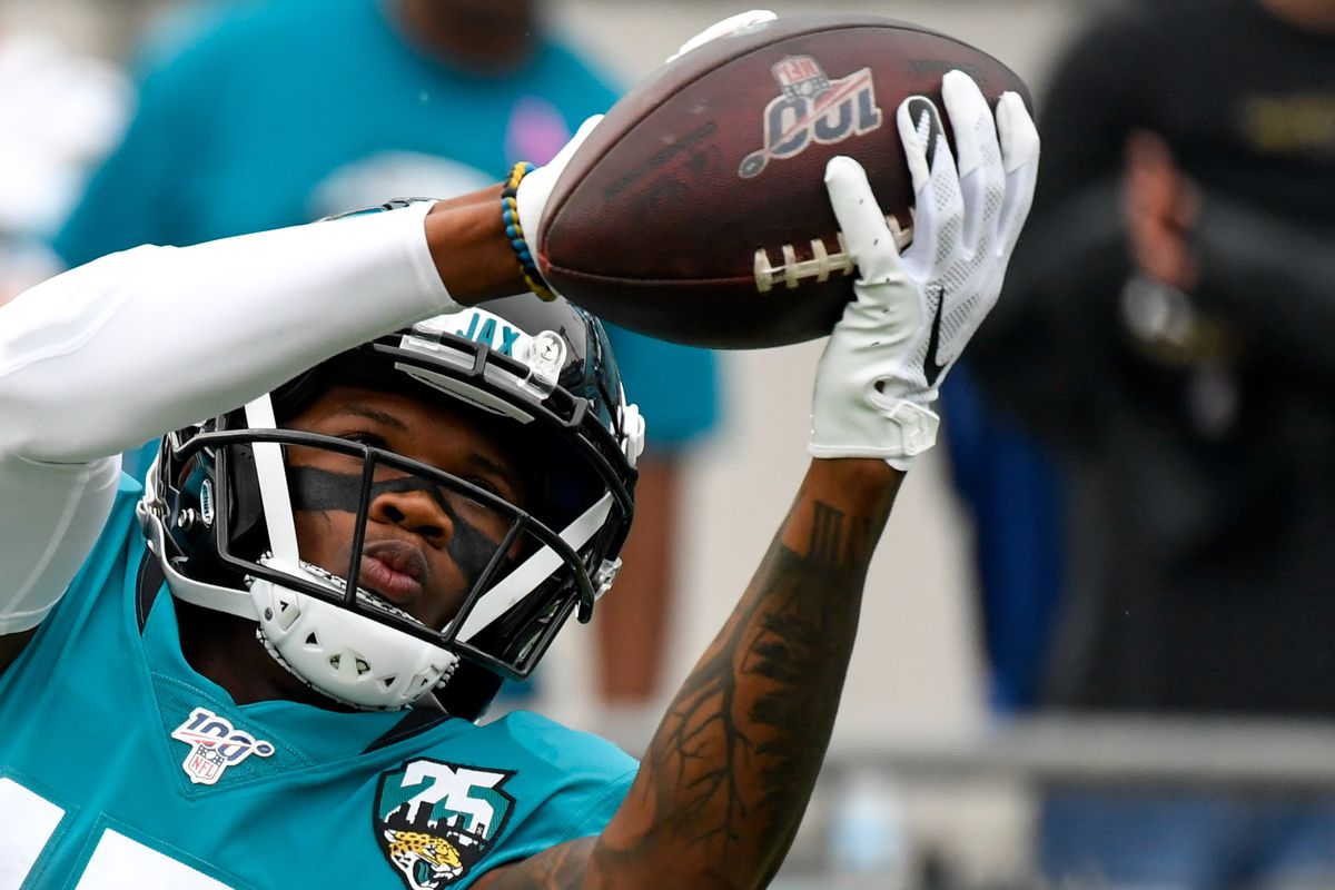 Jacksonville Jaguars wide receiver D.J. Chark warms up prior to the game between the Jacksonville Jaguars and the New York Jets at TIAA Bank Field.