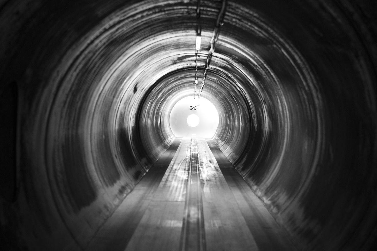 warr hyperloop pod hits 284 mph to win spacex competition