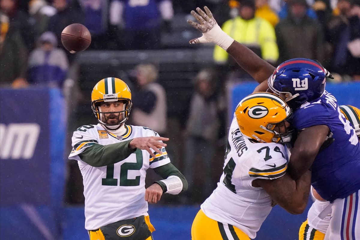 Green Bay Packers quarterback Aaron Rodgers throws in the fourth quarter against the New York Giants at MetLife Stadium.