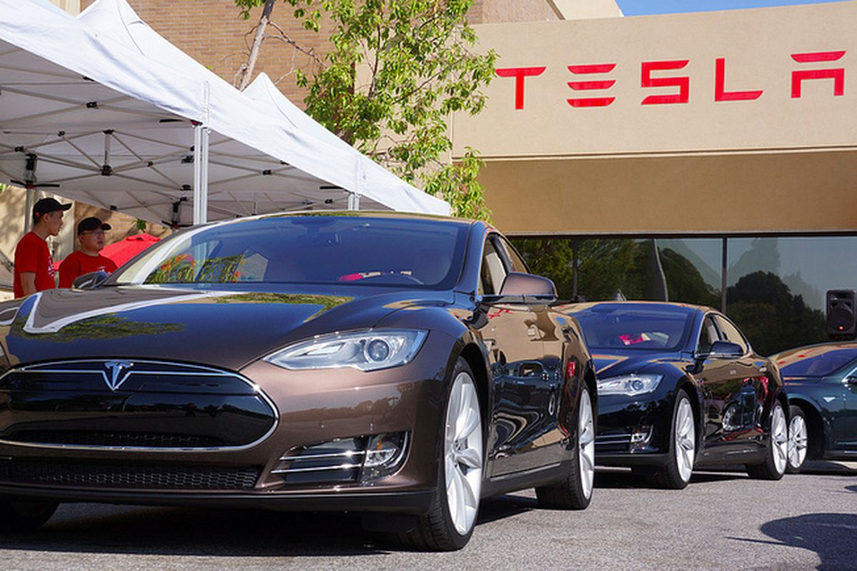 With New Software Rollout, Tesla Accelerates Toward Fully