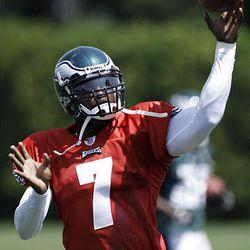 Philadelphia Eagles quarterback Michael Vick throws in practice Sunday.