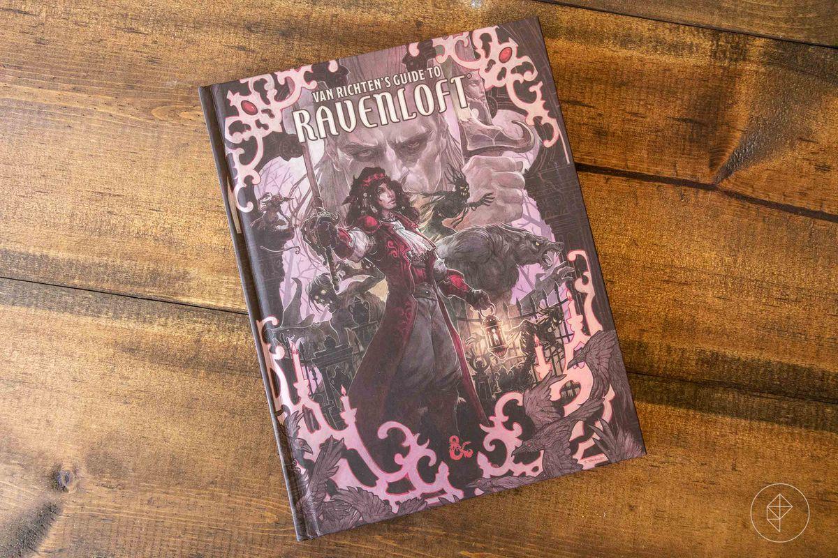 Una foto de vanidad de la portada del libro, con Strahd de fondo.