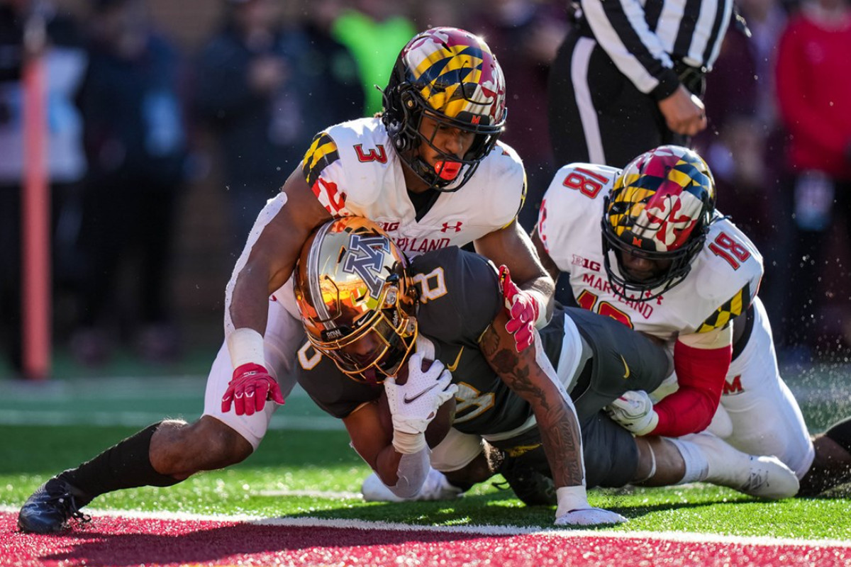 Ky Thomas rushes for a touchdown against Maryland