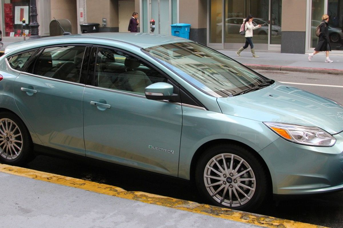 2017 Ford Focus Electric Test Drive Behind The Wheel Of S 39 200 Car