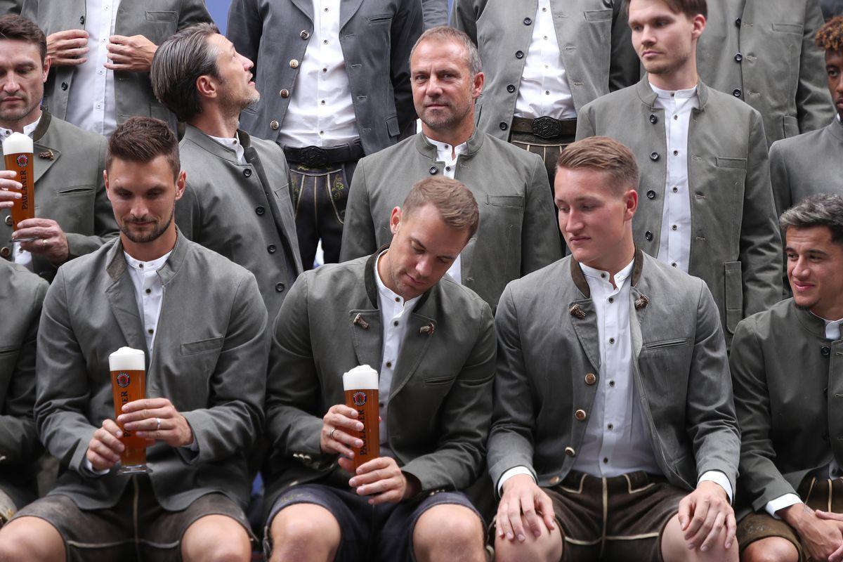 FC Bayern Muenchen mit Paulaner Bier