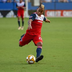 Michael Barrios (21) sends the ball into the box in the first half of the MLS match between FC Dallas and New York City FC.