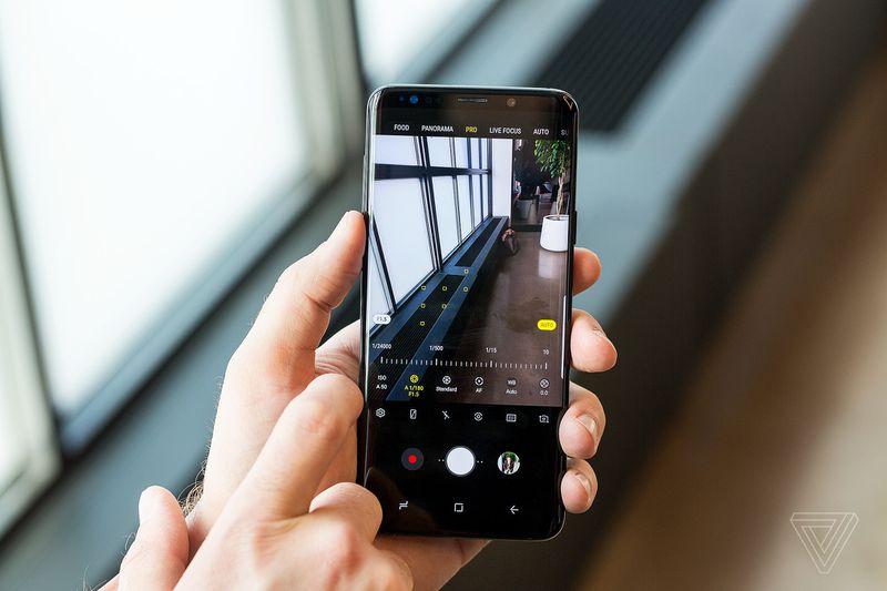 Samsung Galaxy S9 và S9+ ra mắt: Bình cũ nhưng rượu mới, camera tuyệt miễn chê!