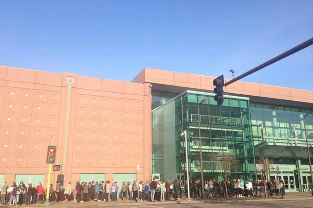 "Outside the convention center around 9:30am, via <a href=""https://twitter.com/stephifox9/status/449540690272219137/photo/1"">Twitter/@Stephifox9</a>"