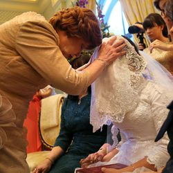 Jettie Schochet blesses her granddaughter, Chaya Zippel, during the badeken, or veiling ceremony, before she marries Rabbi Mendy Cohen in a traditional Chabad Lubavitch Jewish ceremony at the Grand America Hotel in Salt Lake City on Monday, Sept. 12, 2016.