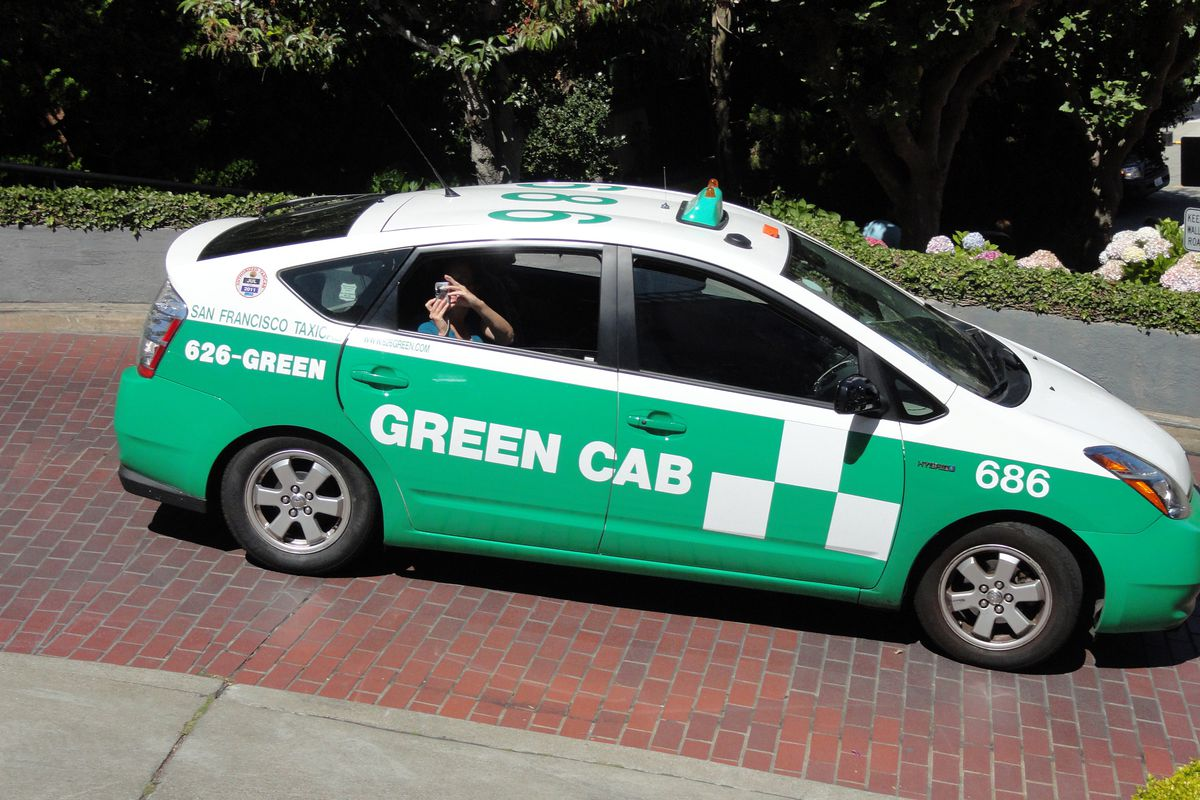 A green cab on Lombard Street.