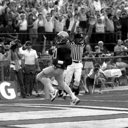 1984-Roosevelt Snipes scores touchdown for FSU - Tallahassee, Florida.