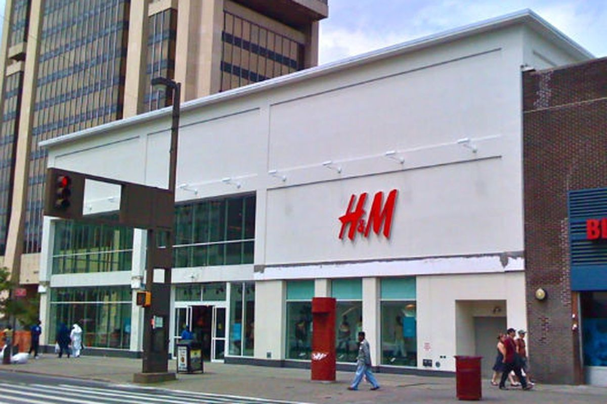 "Image via <a href=""http://harlembespoke.blogspot.com/2010/07/architecture-classic-storefront-return.html"">Harlem Bespoke</a>"