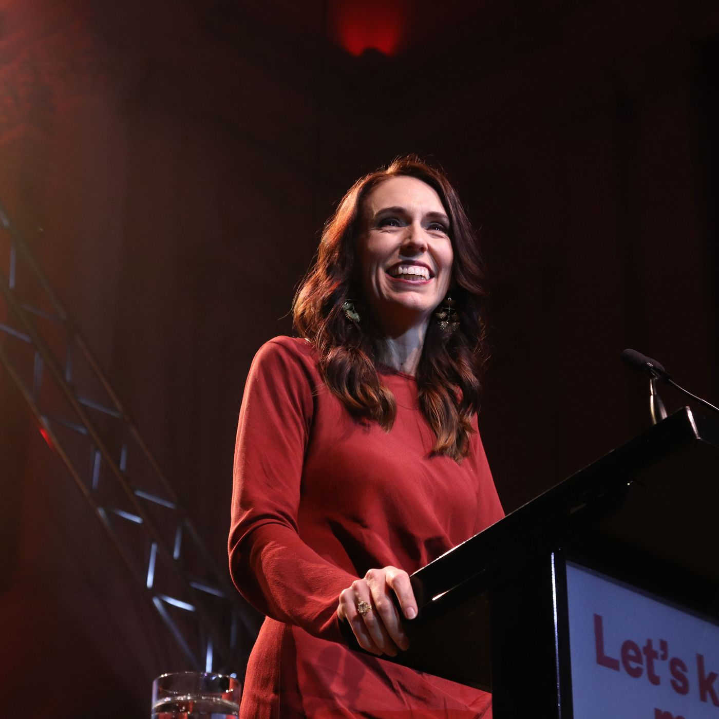 New Zealand's Jacinda Ardern, hailed for Covid-19 response, wins historic  reelection - Vox