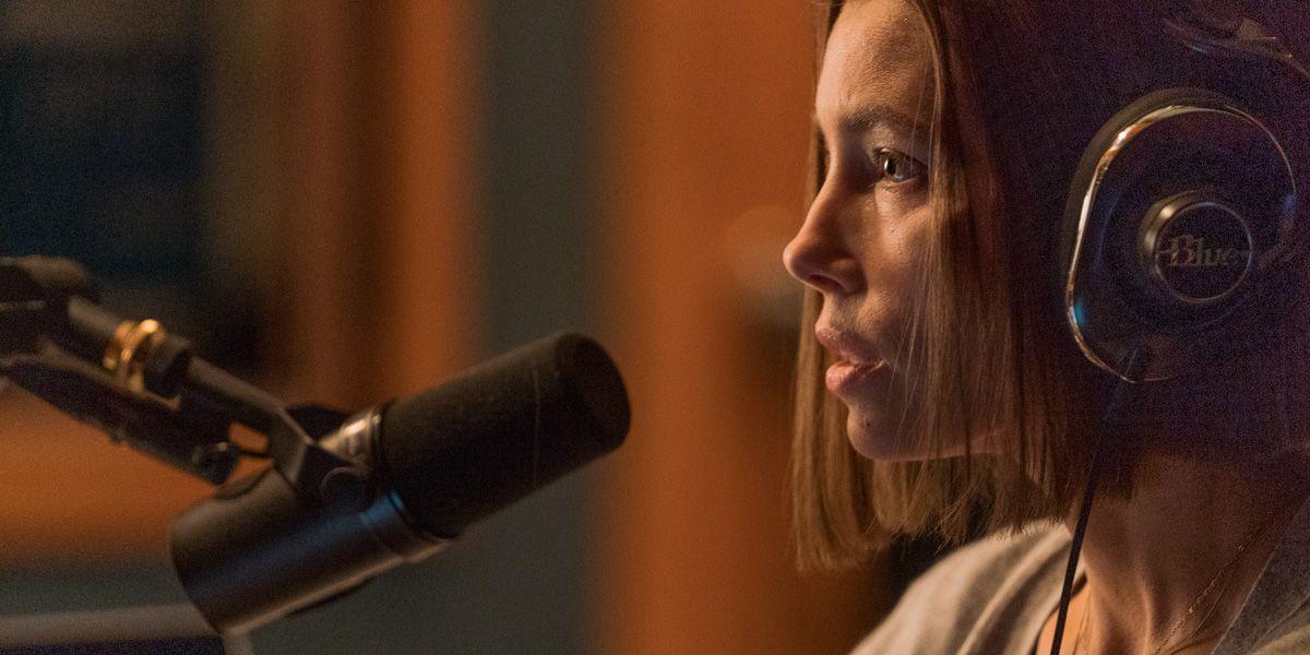 jessica biel gasps into her microphone