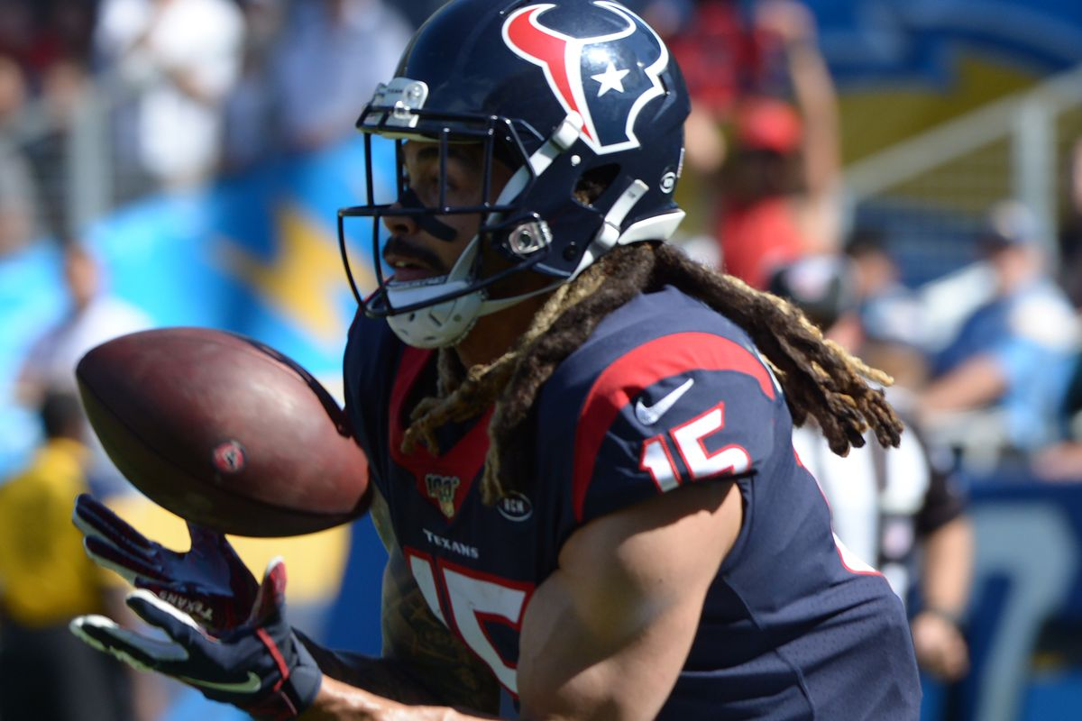 Houston Texans wide receiver Will Fuller catches a third quarter pass against the Los Angeles Chargers at Dignity Health Sports Park.