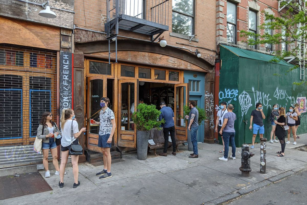 Diners line up to get to-go drinks from East Village bar Pardon My French