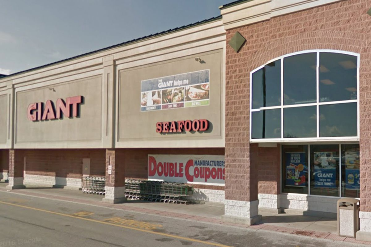 Deer Runs Amok Inside Supermarket Gets Wrangled By Shoppers
