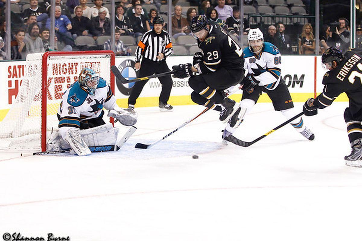 Photo credit to www.myhockeyshots.com