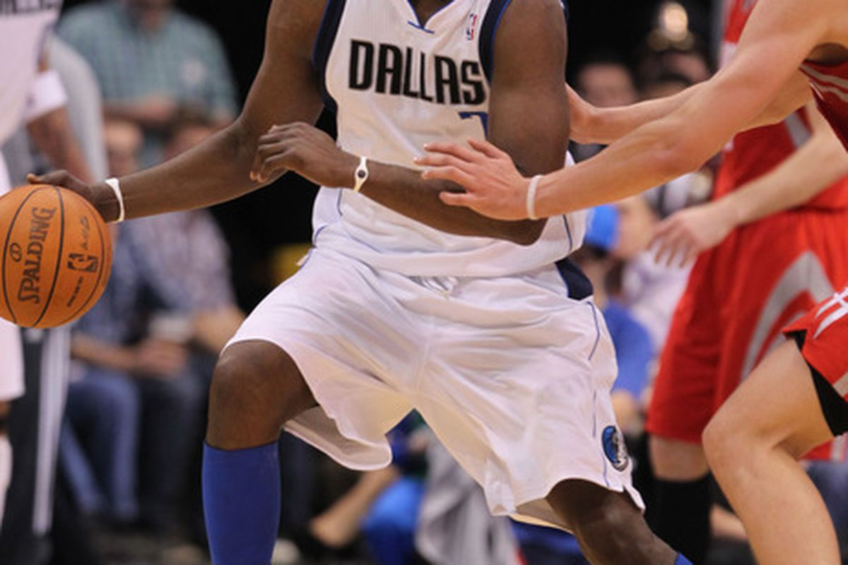 March 27, 2012; Dallas, TX, USA; Dallas Mavericks forward Lamar Odom (7) in action against the Houston Rockets at American Airlines Center. The Mavs beat the Rockets 90-81. Mandatory Credit: Matthew Emmons-US PRESSWIRE