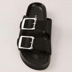 """<b>Senso</b> Ida V sandal, <a href=""""http://www.farfetch.com/shopping/women/senso-ida-v-sandals-item-10634782.aspx?storeid=9040&ffref=lp_8"""">$304</a> at Bernard via Farfetch"""