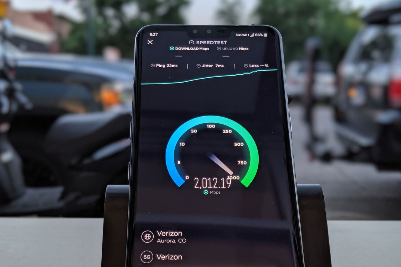 A speed test conducted on an LG V50 ThinQ by a Verizon employee in Aurora, Colorado