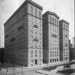 """The first home of Voisin at 375 Park Ave, by the <a href=""""http://collections.mcny.org/MCNY/C.aspx?VP3=CMS3&VF=MNY_HomePage#/ViewBox_VPage&VBID=24UP1GM1H9F8&IT=ZoomImageTemplate01_VForm&IID=2F3XC584FZW&PN=3&CT=Search"""" rel=""""nofollow"""""""