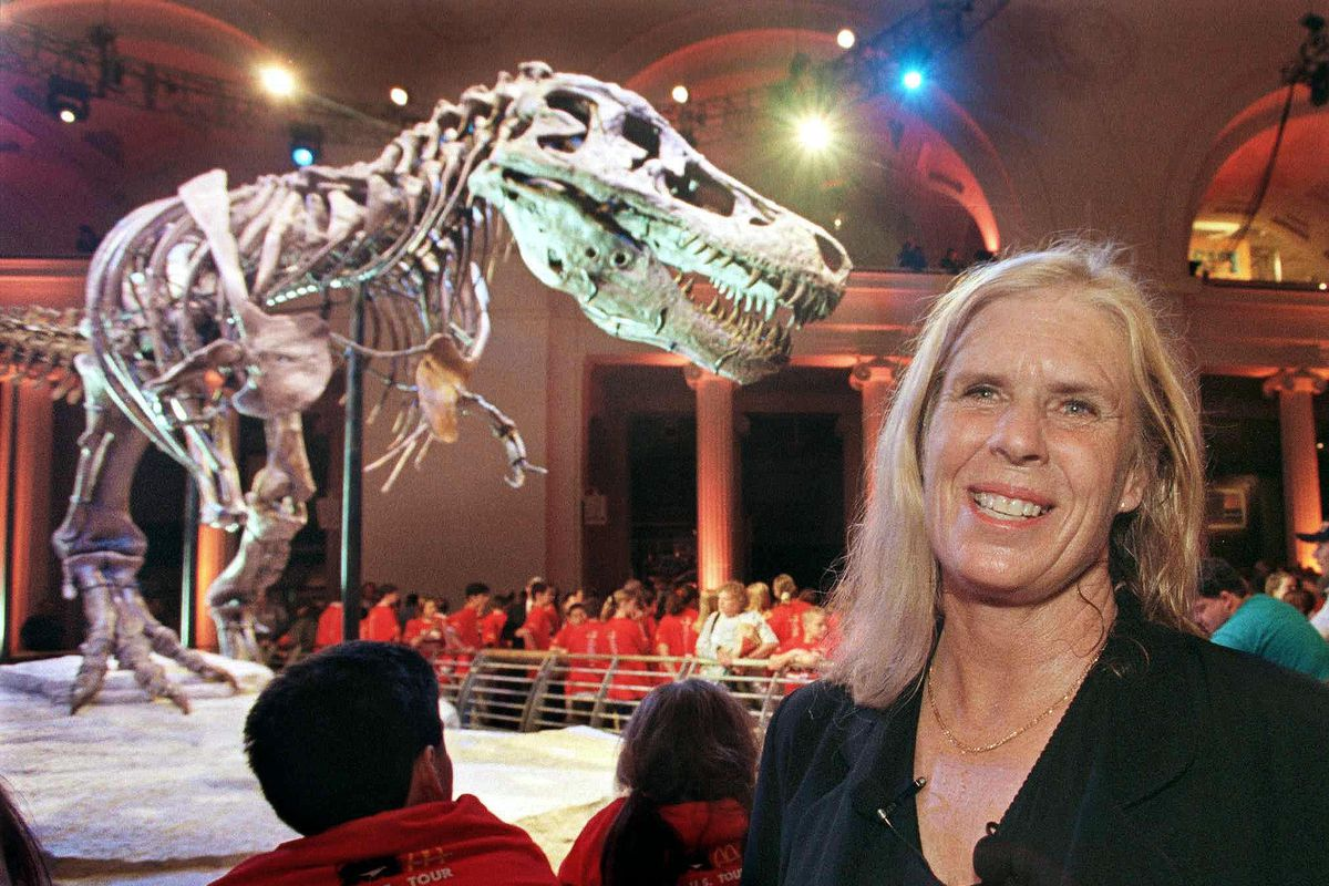 """Sue Hendrickson in May 2000 at the unveiling of the Tyranosaurus rex skeleton """"Sue"""" that Hendrickson discovered and which bears her name at the Field Museum of Natural History."""