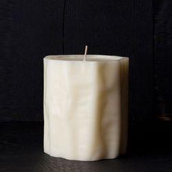 """Le Feu de L'Eau The Fire of Ivory soy candle, $60 at <a href=""""http://lefeudeleau.com/shop"""">Le Feu de L'Eau</a>"""