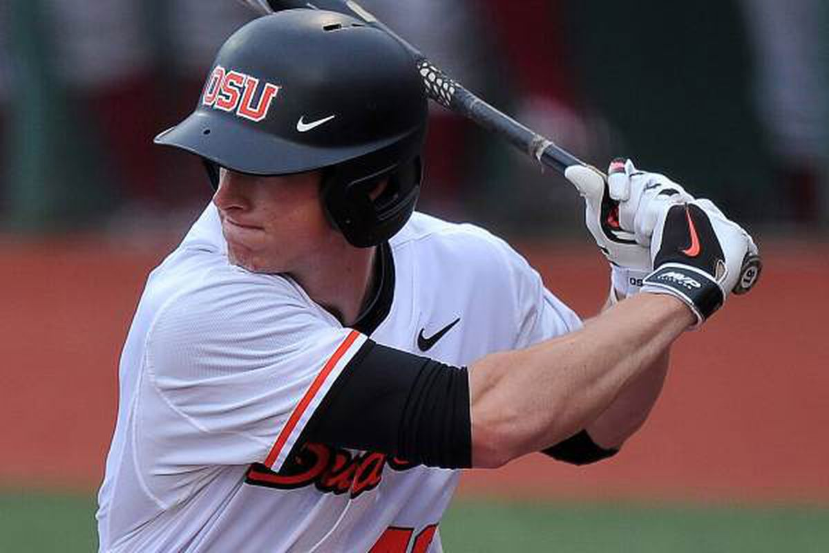 Jeff Hendrix hammerrd 2 home runs, and 3 extra base hits in his 4 of 5 night to lead an Oregon St. onslaught against Portland.